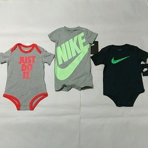 Infant Baby Nike Bodysuits Bundle Size: 6_9 months